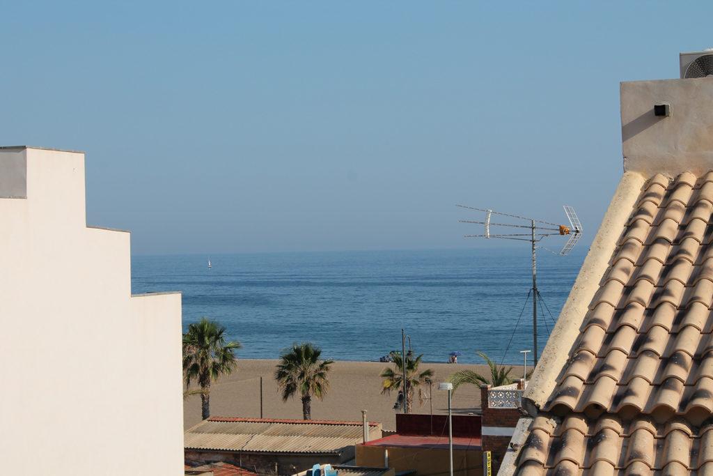 Blick von der Dachterrasse aufs Meer