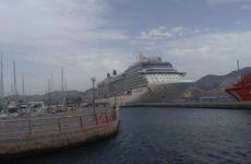 Celebrity Equinox im Hafen von Cartagena